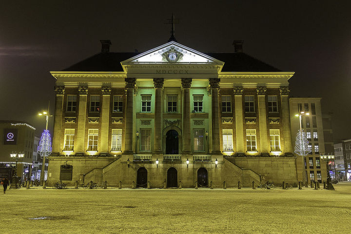 Normal stadhuis van groningen bij avond  1