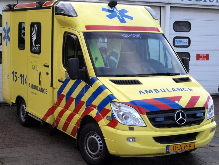 Normal ambulance haaglanden unit 15 114  mercedes at delft  the netherlands pic2