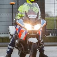 Thumbnail politieagent op motor