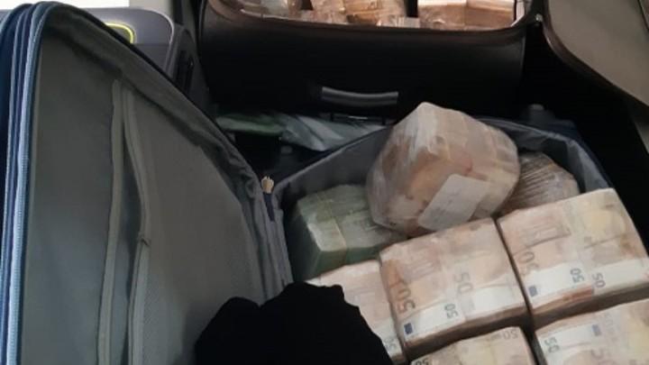 Normal koffers met geld