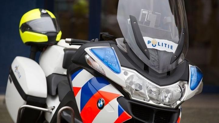 Normal politiemotor geparkeerd