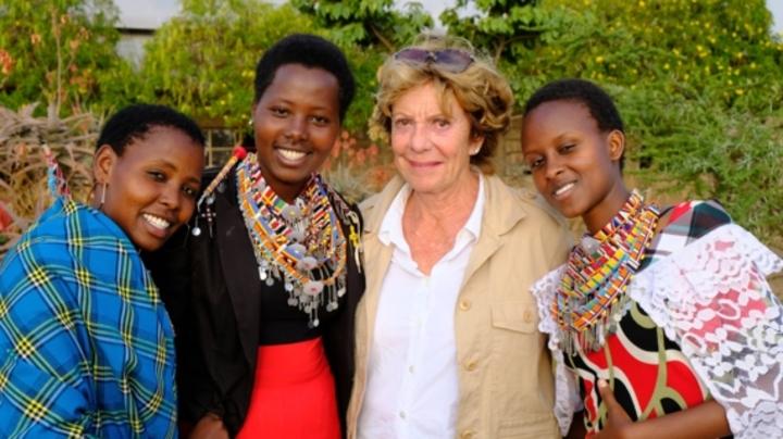 Normal neelie kroes bezoekt masai stam in kenia 2