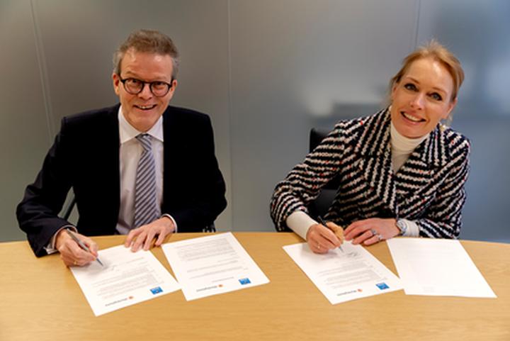 Normal ondertekening overeenkomst marktplaats