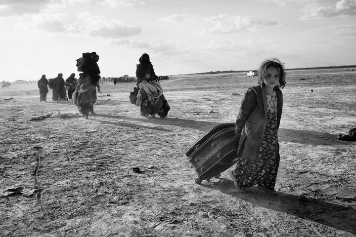 Normal syrie al hol meisje in kamp 2019 foto eddy van wessel