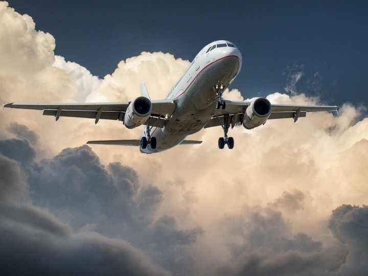 Normal aircraft jet landing cloud 46148
