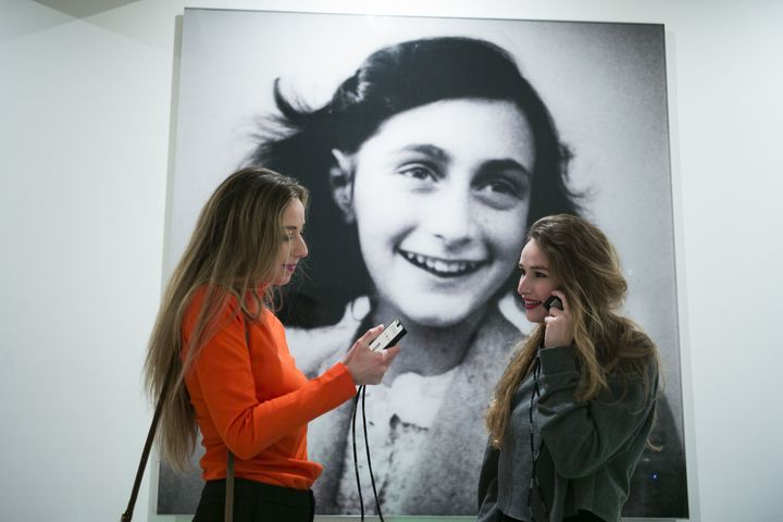 Normal central hall anne frank house  with visitors  2  copyright anne frank house  photographer cris toala olivar 7313