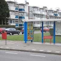 Thumbnail bushalte met abri bankje en prullenbak