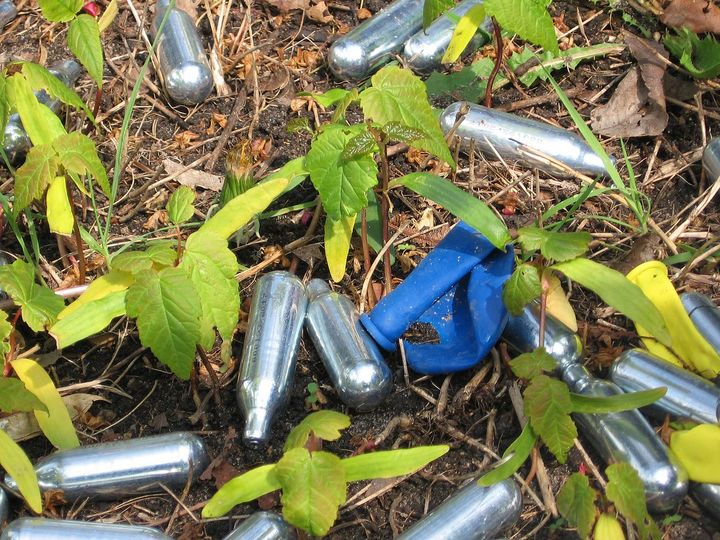 Normal nitrous oxide whippits used recreationally as a drug by dutch youngsters near a school  utrecht  2017   2