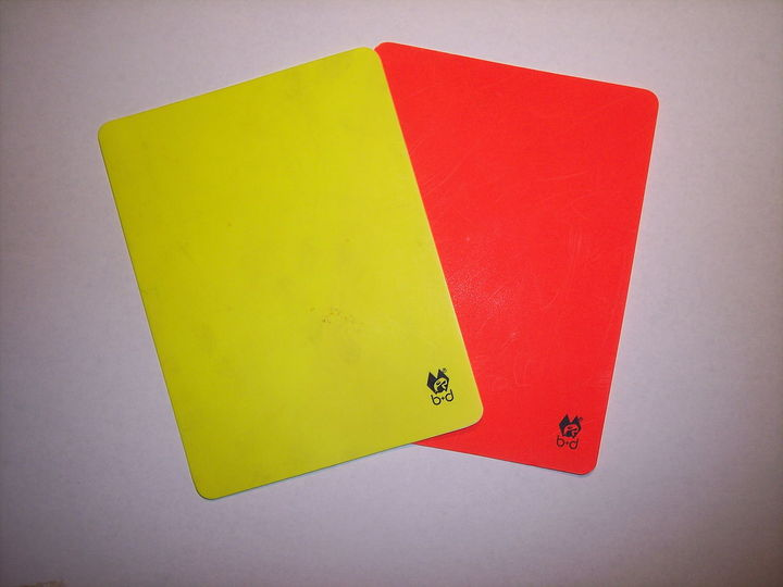 Normal 1280px rot und gelb  fu%c3%9fball  red and yellow card  soccer