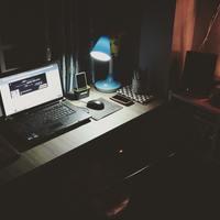 Thumbnail black laptop beside black computer mouse inside room 669996
