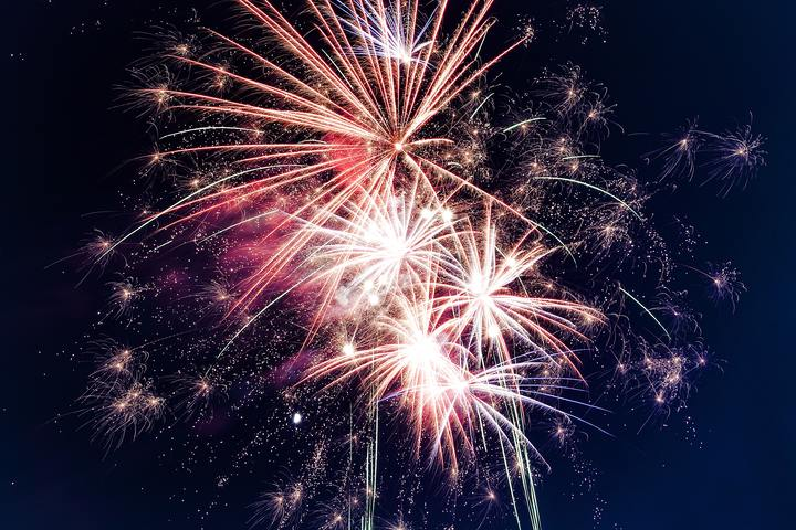 Normal low angle photo of fireworks 949592