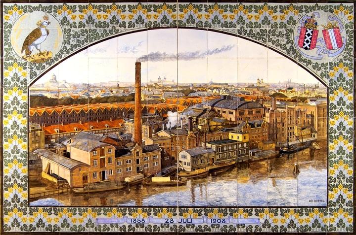 Normal tableau van keramische tegels met uitzicht op de amsterdamse bierbrouwerij de gekroonde valk  door plateelbakkerij de distel 1908  collectie nederlands tegelmuseum  otterlo
