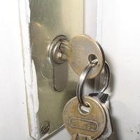 Thumbnail sleutels in slot