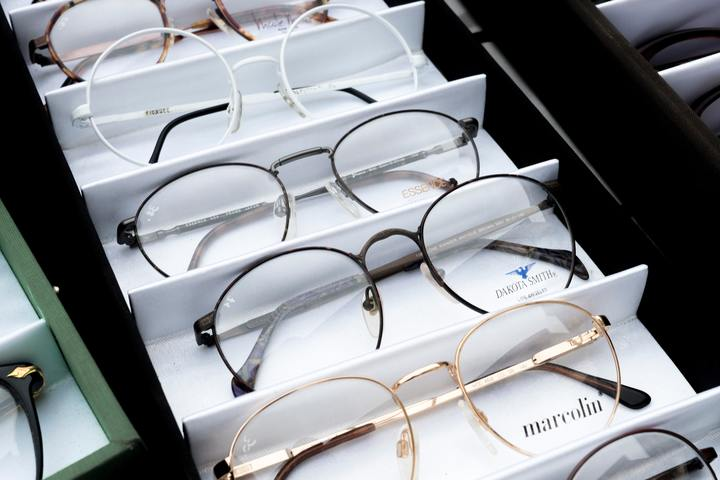 Normal different choices of eyeglasses 1627639