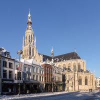 Thumbnail breda  de toren van de grote of onze lieve vrouwerkerk rm10305 vanaf de grote markt foto6 2014 12 28 10.39