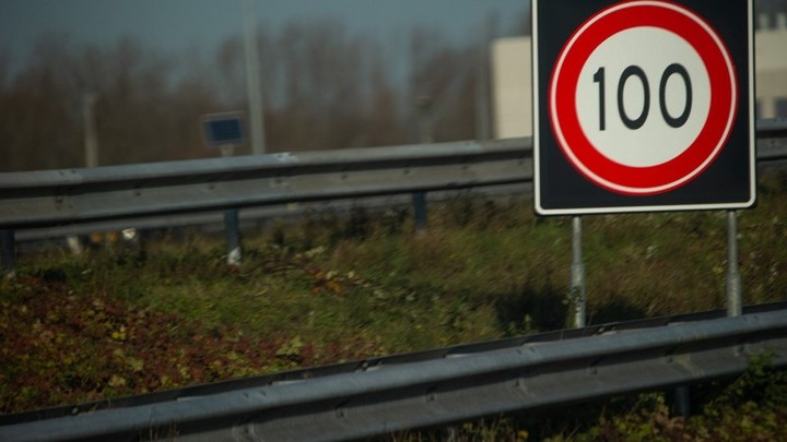 Normal verkeersbord 100km