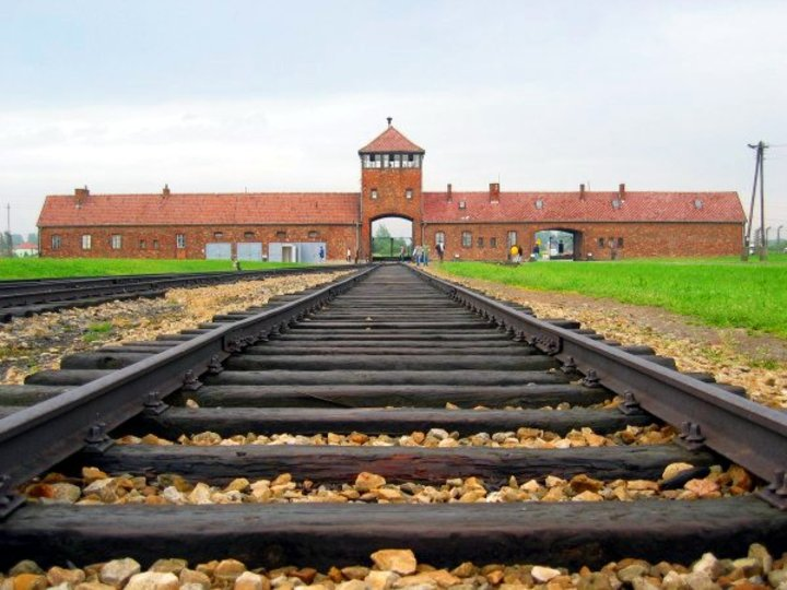 Normal auschwitz birkenau main track