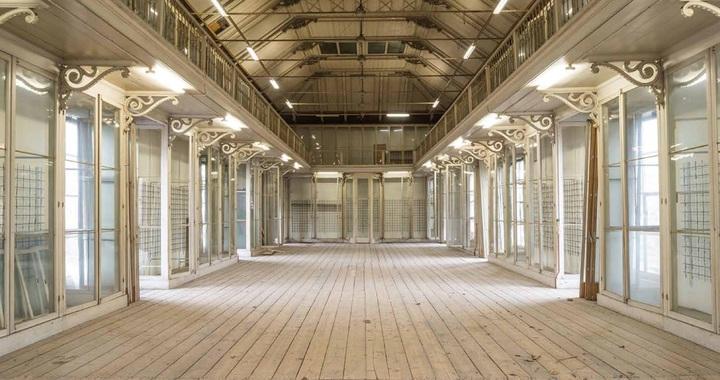 Normal de westzaal van het monumentale groote museum. foto artis